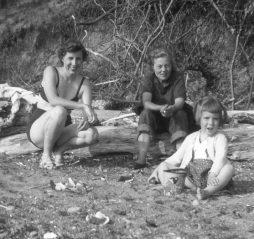 Aug 1953094
